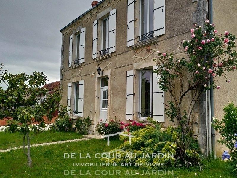 Maison Bourgeoise Au Coeur Du Village De La Cour Au Jardin